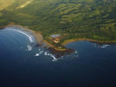 Ama Estancia - Pedasi, Panama - Aerial photo of house on the coast - Selldorf Architects