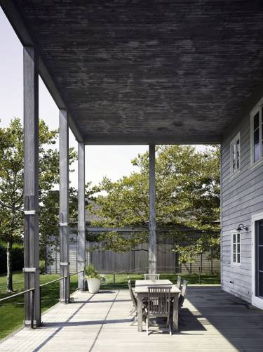 Artist's Residence and Studio - Sagaponack NY - Exterior photo of house patio - Selldorf Architects