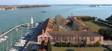 Le Stanze del Vetro - Venice - Aerial photo of building by water - Selldorf Architects