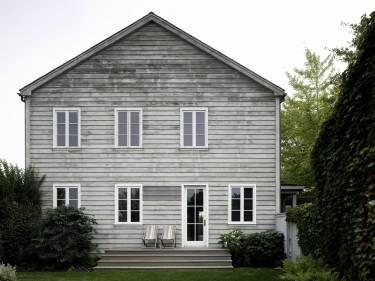 Artist's Residence and Studio - Sagaponack NY - Exterior photo of house - Selldorf Architects