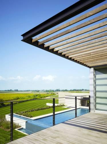 Sagaponack House - Long Island - Exterior photo on balcony - Selldorf Architects