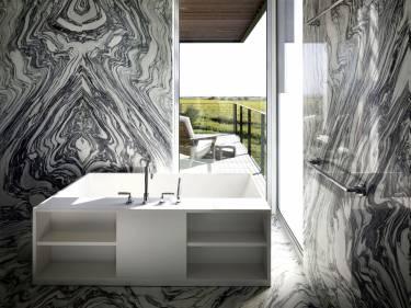 Sagaponack House - Long Island - Interior photo of bathroom - Selldorf Architects
