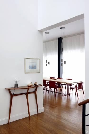 Wainscott House - Long Island - Interior photo of dining room - Selldorf Architects