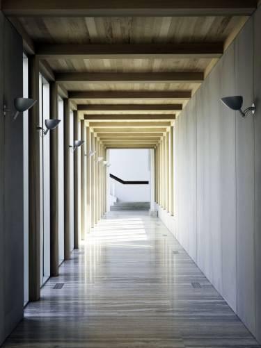 Sagaponack House - Long Island - Photo looking down walkway - Selldorf Architects