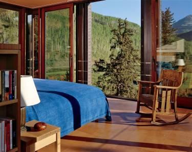 Pika House - Colorado - Interior photo of master bedroom - Selldorf Architects