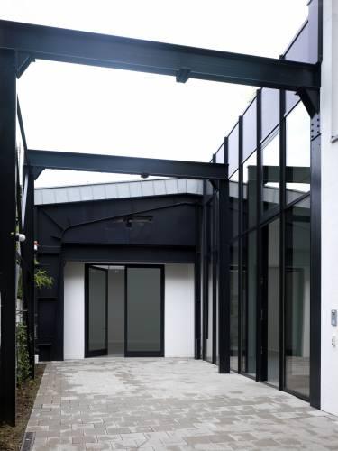 Schonewald Fine Arts Gallery - Dusseldorf - Exterior photo of entry - Selldorf Architects